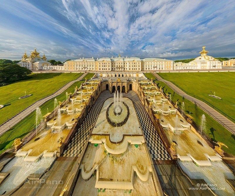 Super views of Peterhof palace